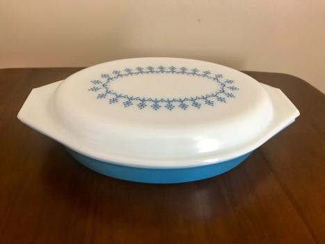 Snowflake Blue Divided Dish #063, 1970s