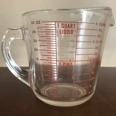 D-handle measuring cup